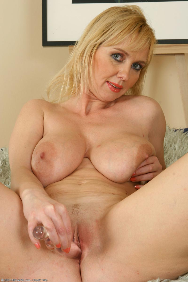 Free pictures of nude mature shaved pussy consider, that