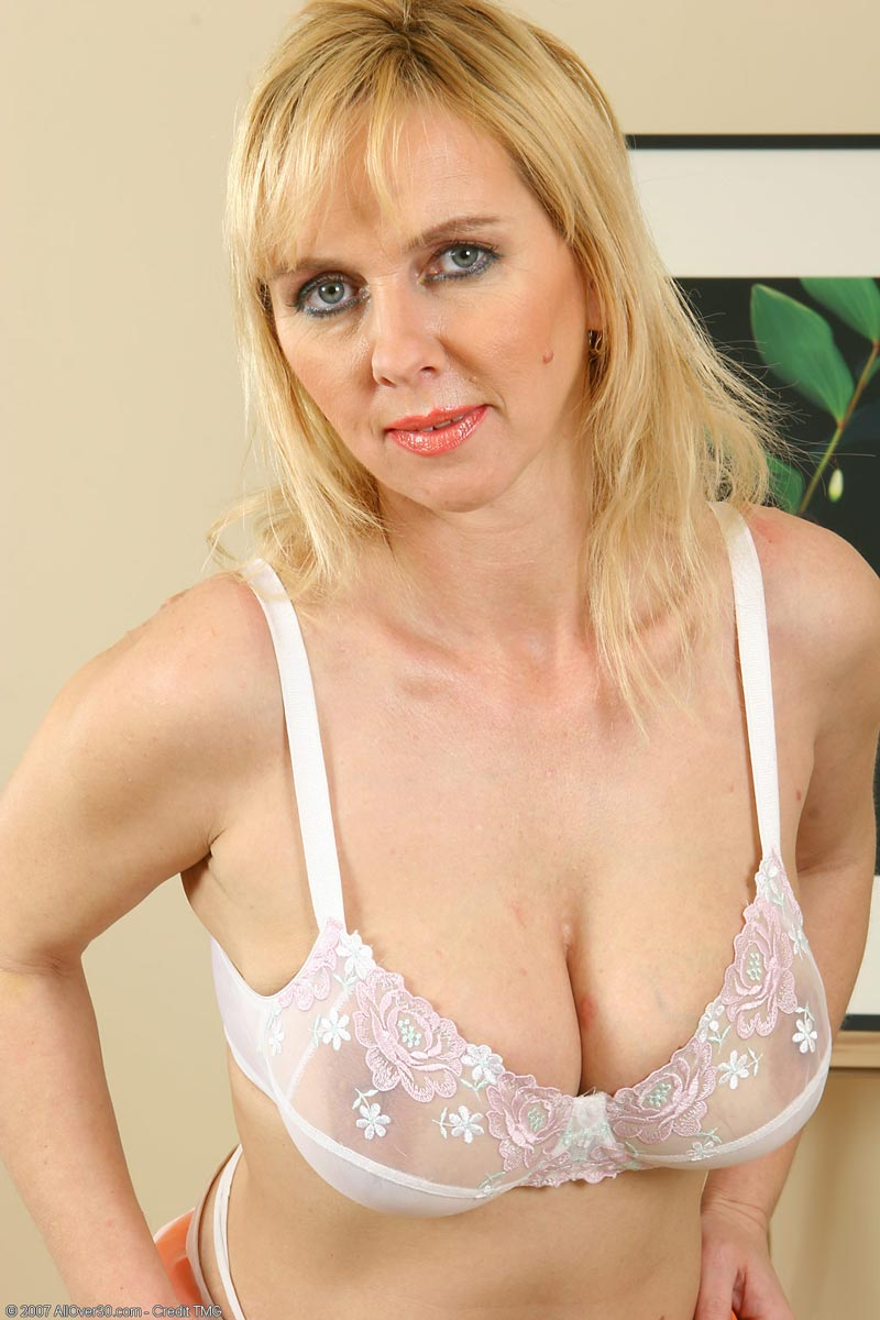 Mature blonde cougar opinion