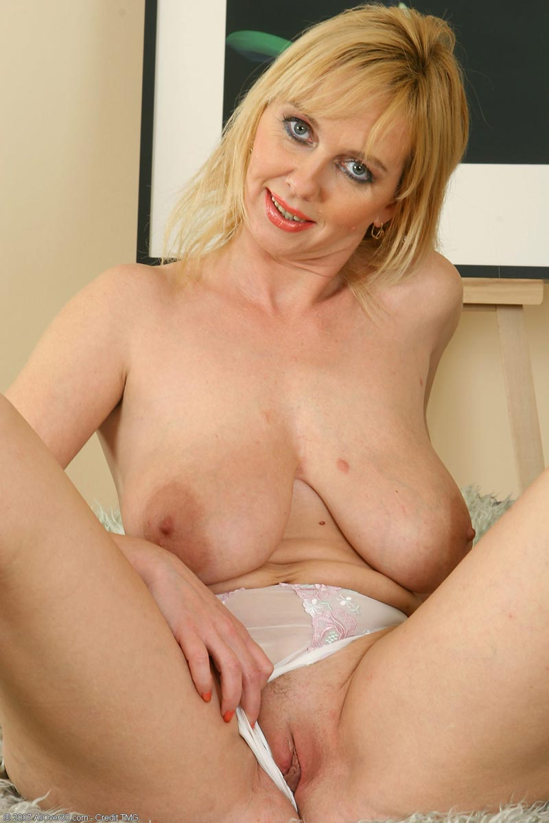 Suggest mature blonde cougar