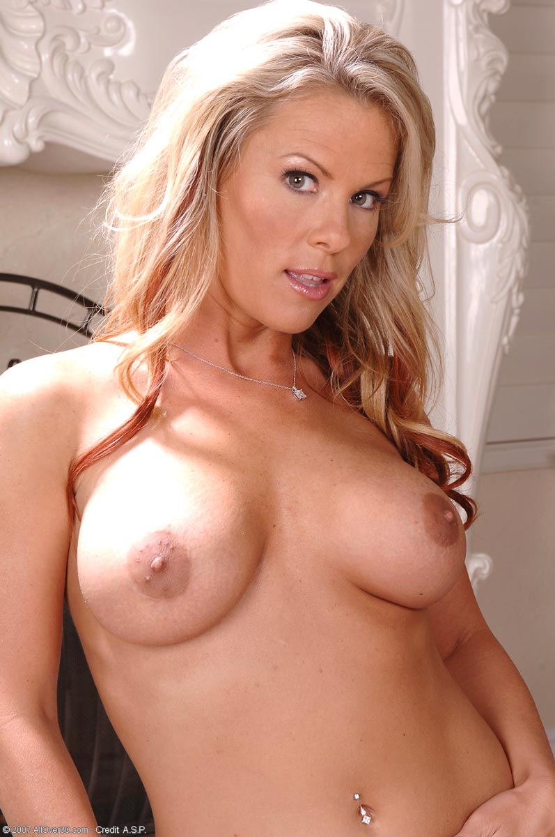 Busty Wife Kayla Synz Shows Fit Naked Body | Free Cougar Sex