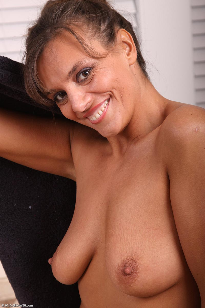 Curvy Cougar Klara Taking A Bath | Free Cougar Sex