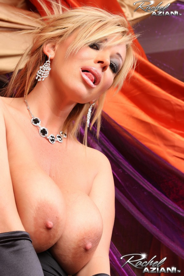 Shaved cougar has her shaved pussy licked and then filled wi - 4 4