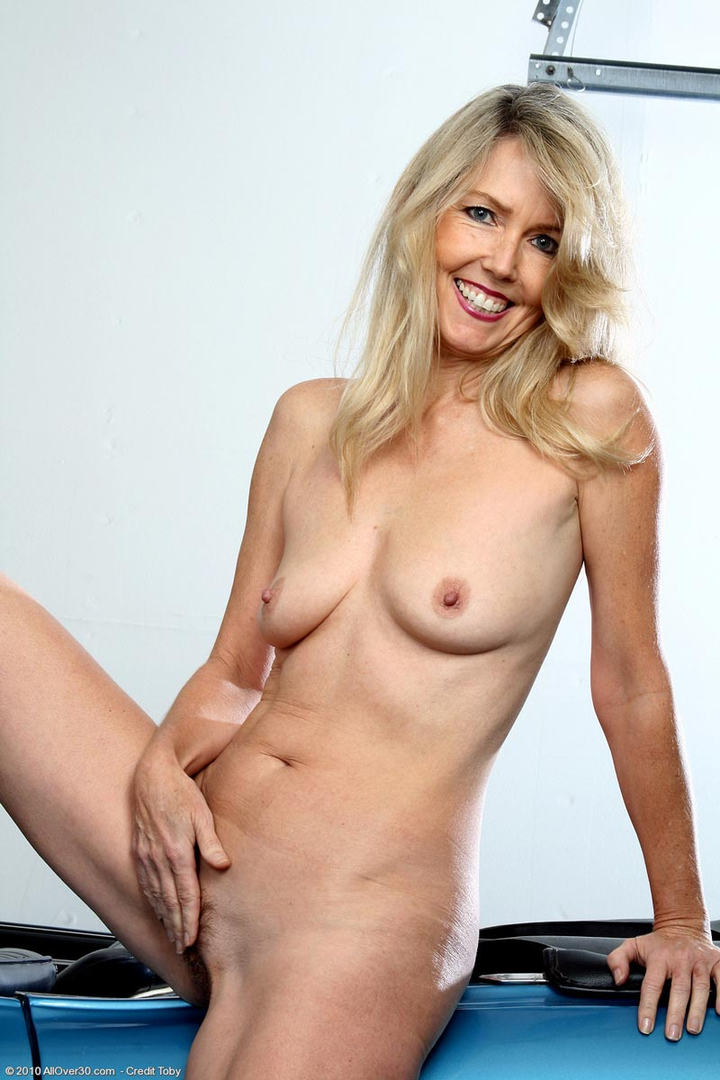 mature hot escort cougar