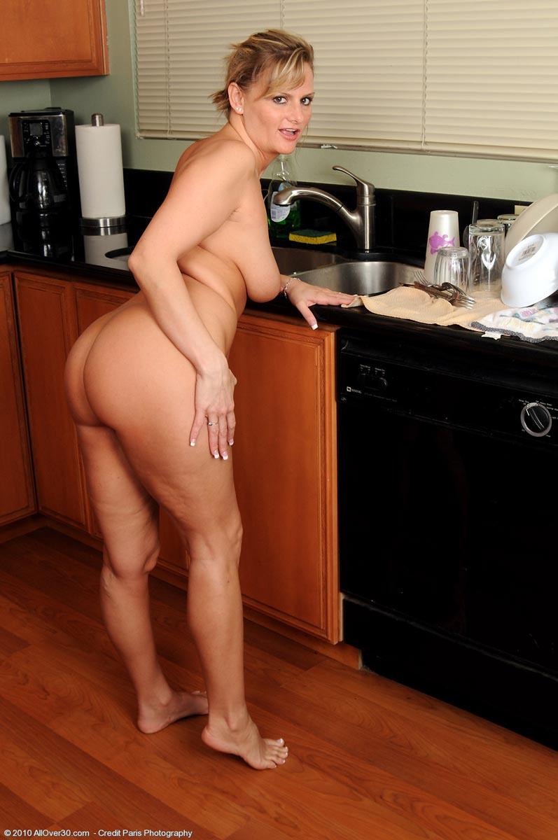 Handyman fucks horny housewife in vintage porn 4