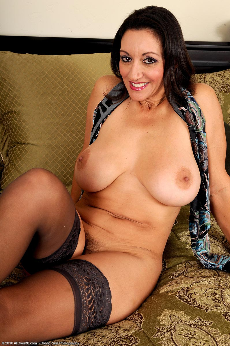 Chubby cougar in nylons hot pictures